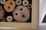 casetta per api in fattoria fatta dai bambini nel percorso didattico sulle api e il miele in una fattoria didattica